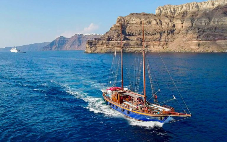 Sailing Cruise-Tours in Santorini by Boat